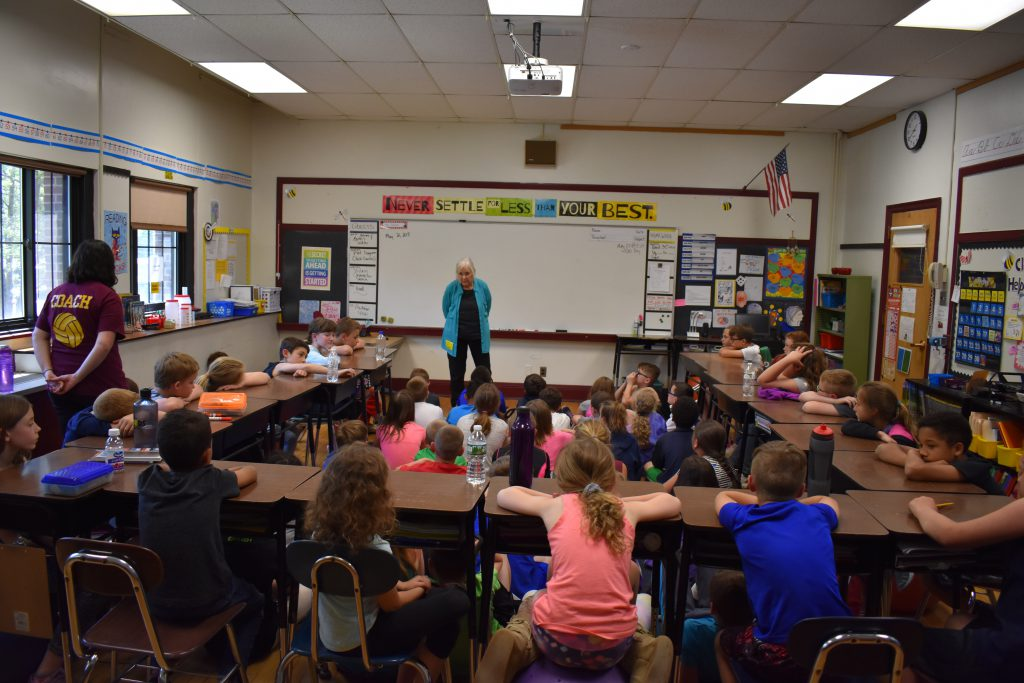 Candace Christiansen speaks to 4th grade students about the Anti-Rent Wars