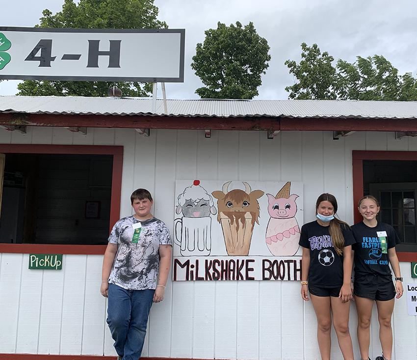 4-H members at Altamont Fair milkshake booth